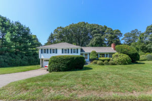 Front Exterior Image of 10 Orchard Circle Westwood MA