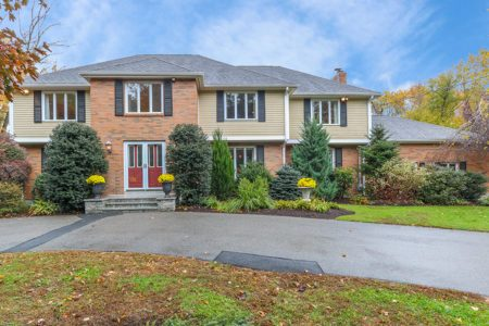 Front Exteroir Image of 66 Olde Carriage Road in Westwood MA