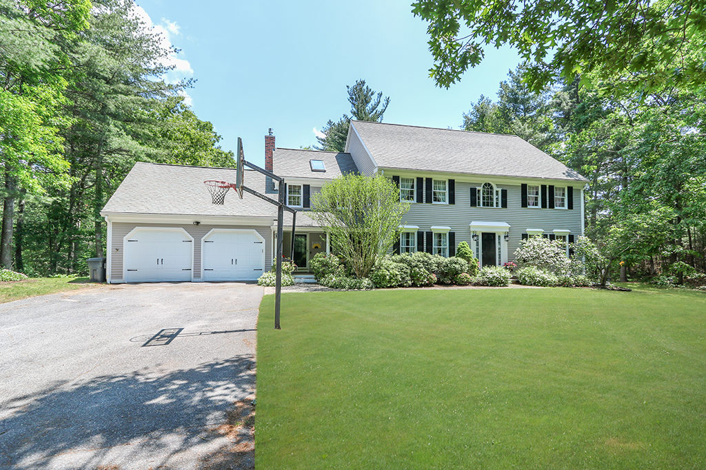 Front Exterior Image of 167 Pine Street in Medfield MA