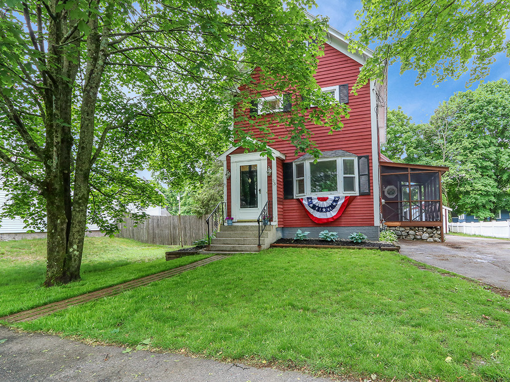 Front Exterior Image of 41 Pleasant Street in Medfield MA