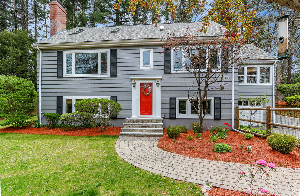 Front Exterior Photograph of 154 Spring Street, Medfield MA