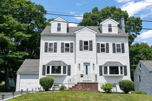 Front Exterior Photograph of 34 Hillview Road, Westwood MA